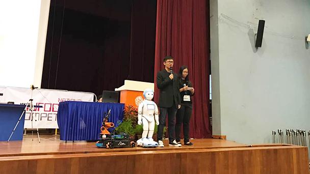 i宝™机器人作为嘉宾出席。
