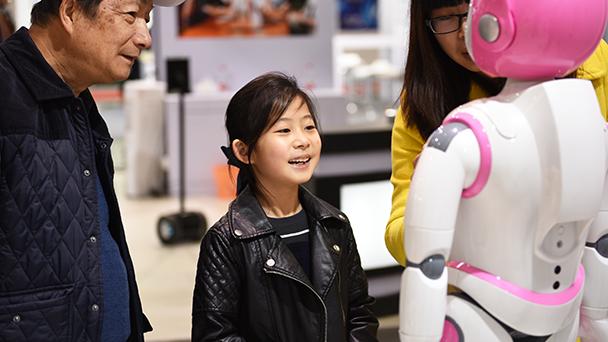 阿凡达参加2015中国国际服务机器人及无人机技术展览会