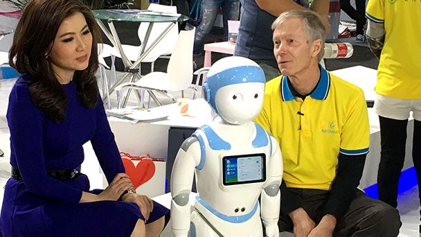 香港媒体Bloomberg正在进行采访。